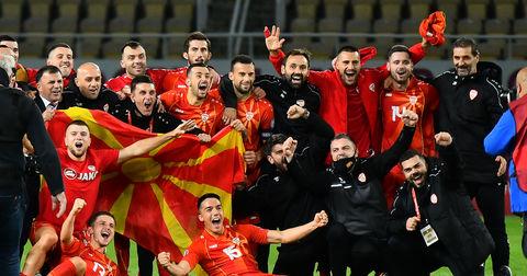 Авторите на химната за Македонската фудбалска репрезентација ги демантираат гласините дека Сејдини реагирал за содржината на песната