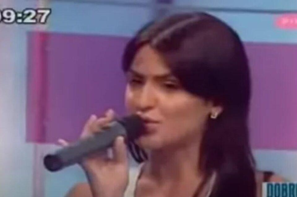 Беше обична девојка која стана пејачка, а потоа дозна за пластичната хирургија: Се измени од глава до пети, ја препознавате ли? (ФОТО)