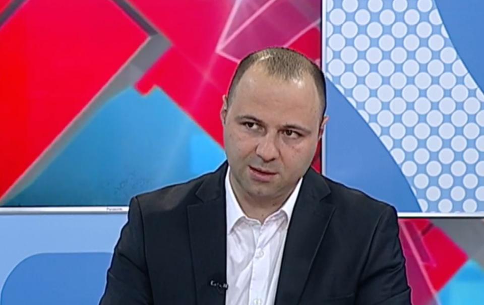 Мисајловски: Носењето заболени пратеници во Собранието е одраз на страв и паника во редовите на СДСМ