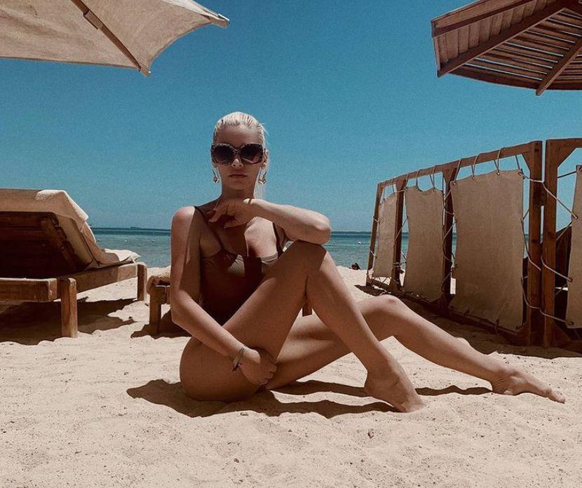 Пролетната радост ја замени со тропска горештина: Наташа Беквалац и во петата деценија од животот жари и пали со својот изглед (ФОТО)