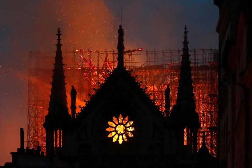 Две години од пожарот што ја уништи Нотр Дам: Причината можеби никогаш нема да се дознае – еве кога ќе се отвори повторно катедралата!