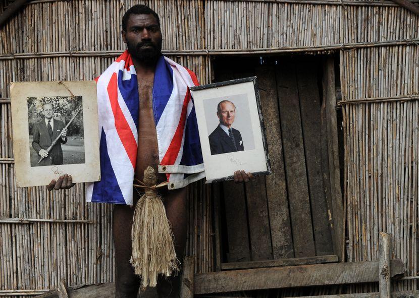 Племе на изолиран остров го доживеа  принцот Филип како Бог: Еве како ќе ја одбележат неговата смрт