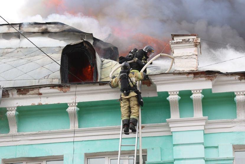 ВИСТИНСКИ ХЕРОИ: Додека имало пожар на кровот на болницата, руски доктори продолжиле со операција на срце (ФОТО)