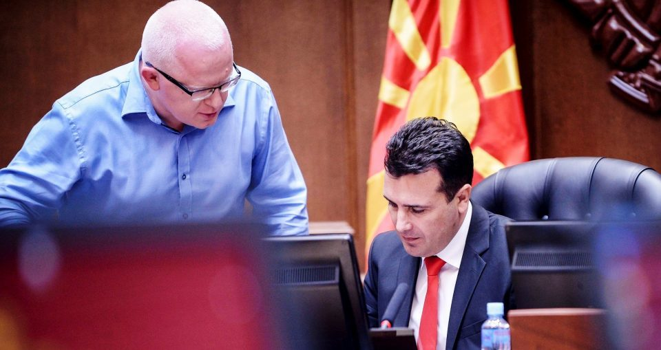 """""""Јамка"""" околу вратот на Рашковски за спас на владата на Заев"""