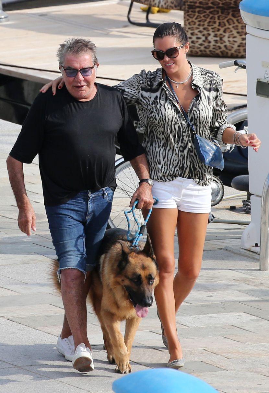 Роберто Кавали на својата 47 години помлада девојка и купи ни помалку ни повеќе – ОСТРОВ! Од вртоглавата сума ќе останете подзинети