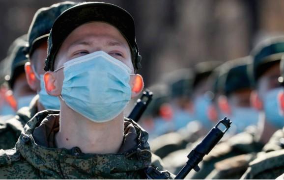 Русија почна големи воени важби на Крим, вклучени над 10.000 војници