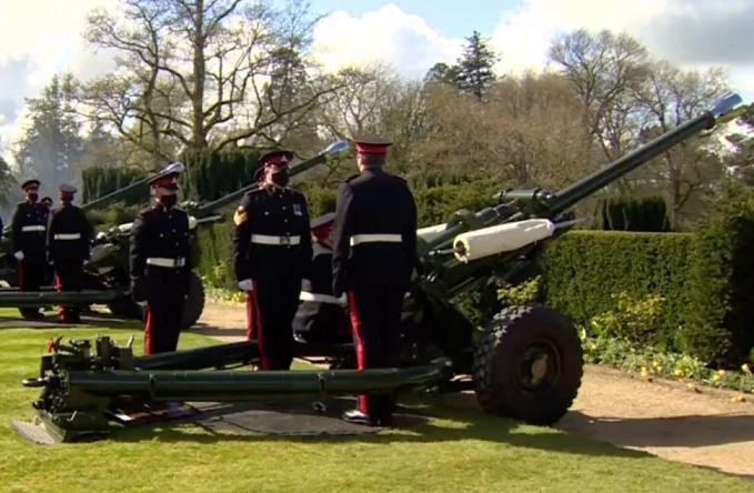 СЛЕДЕТЕ ВО ЖИВО: Почесна стрелба во Британија во чест на принцот Филип