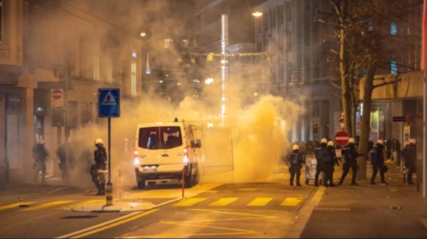 Полицијата во Швајцарија со гумени куршуми и солзавец растеруваше демонстранти