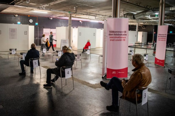 Доколку се зголеми притисокот врз здравствениот систем, Шведска ќе воведе построги ограничувања