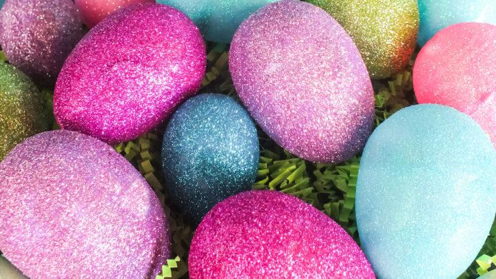 Како да добиете светкави велигденски јајца: Потребно ви е бело вино и шеќер – испробајте го овој трик!