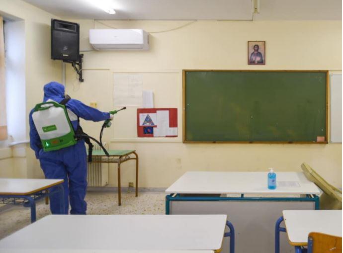 Грција: Дел од средношколците се враќаат во училишните клупи