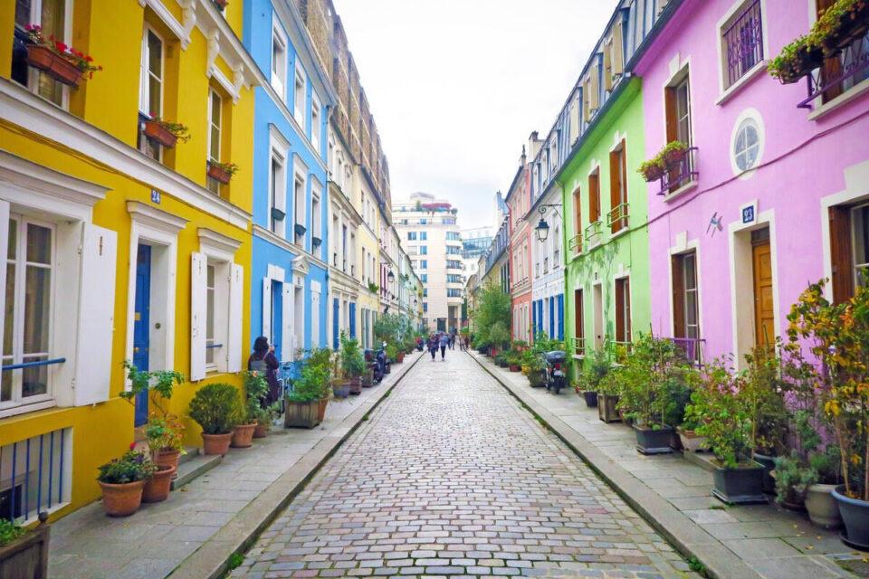 ФОТО: Инстаграм ја прослави уличката со калдрма во Париз, денес ја бараат уметници, фотографи…