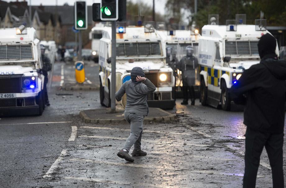 Продолжуваат немирите во Северна Ирска