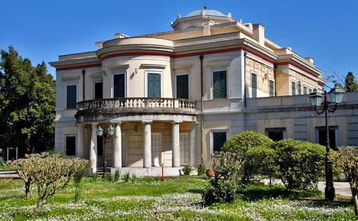 Огромно здание заборавено од сите: Вака денес изгледа вилата каде се родил принцот Филип, секој би посакал да влезе внатре (ФОТО)