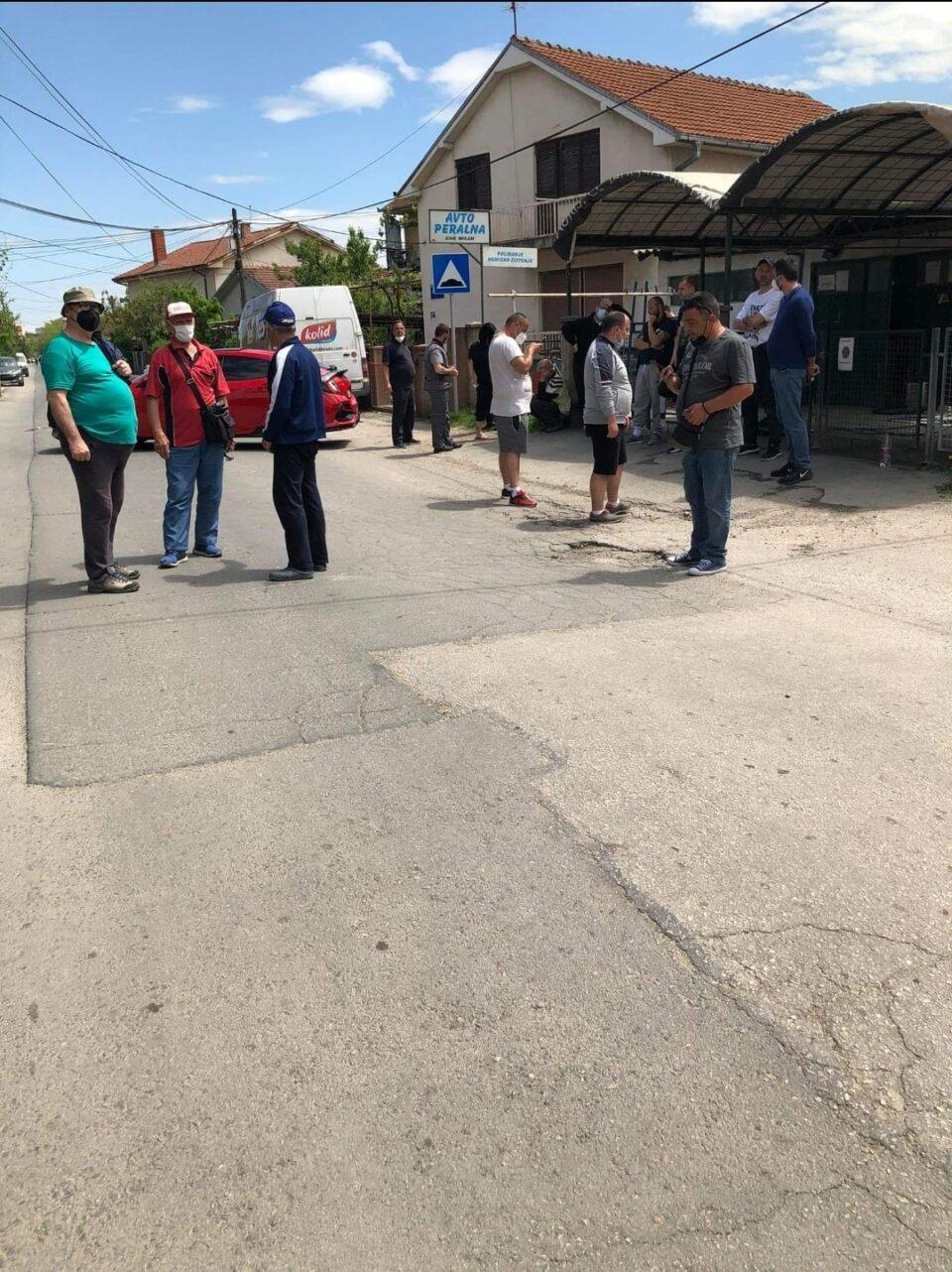 Жителите на Ѓорче Петров продолжуваат со протест поради несанирана улица утре