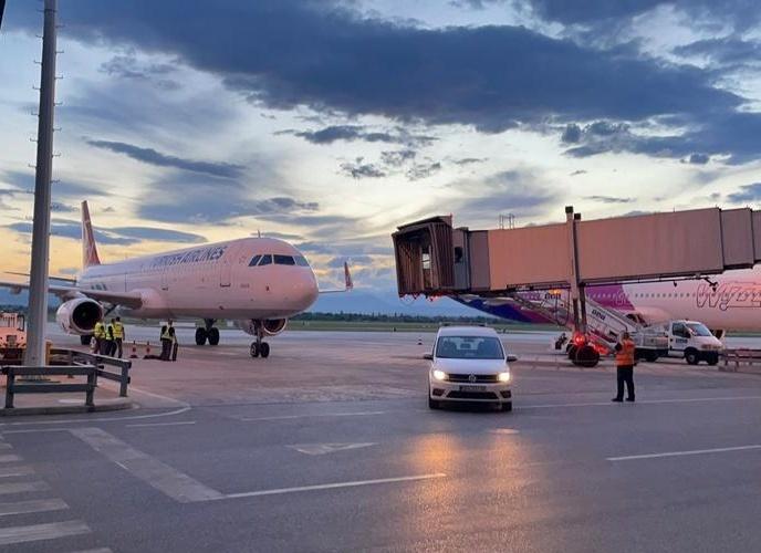Пристигнаа вакцините од Астра Зенека на скопскиот аеродром