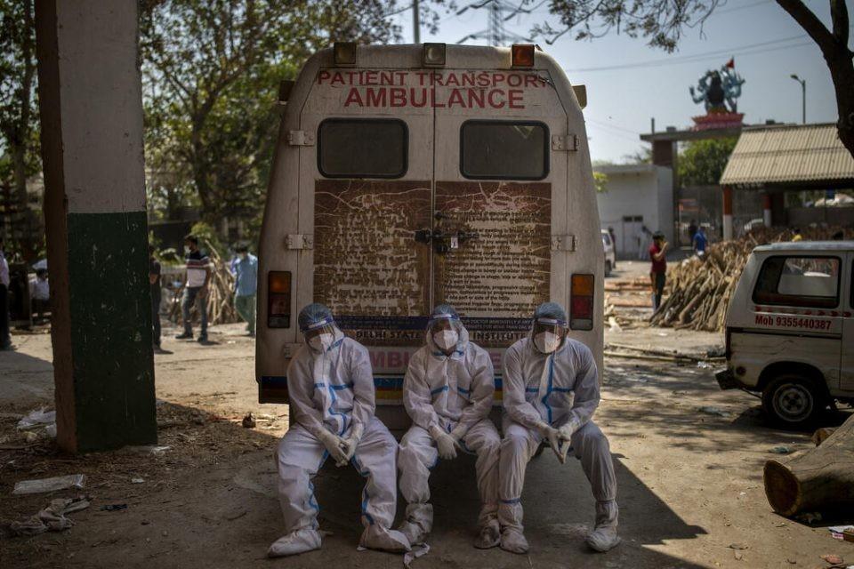 Индија: Луѓето умираат во возилата на брзата помош
