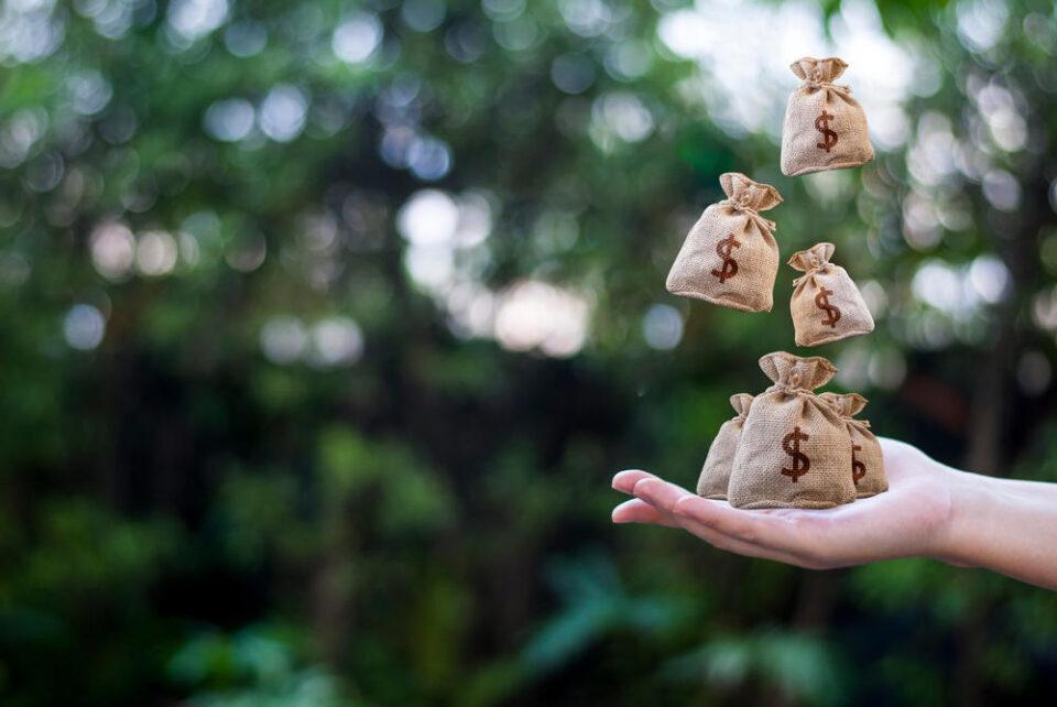 Едноставен ритуал за привлекување на парите: Еве како брзо и лесно да дојдете до материјално богатство