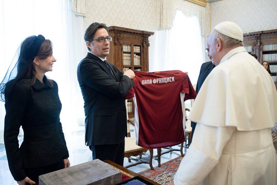 Претседателот Пендаровски на аудиенција кај Папата Франциск