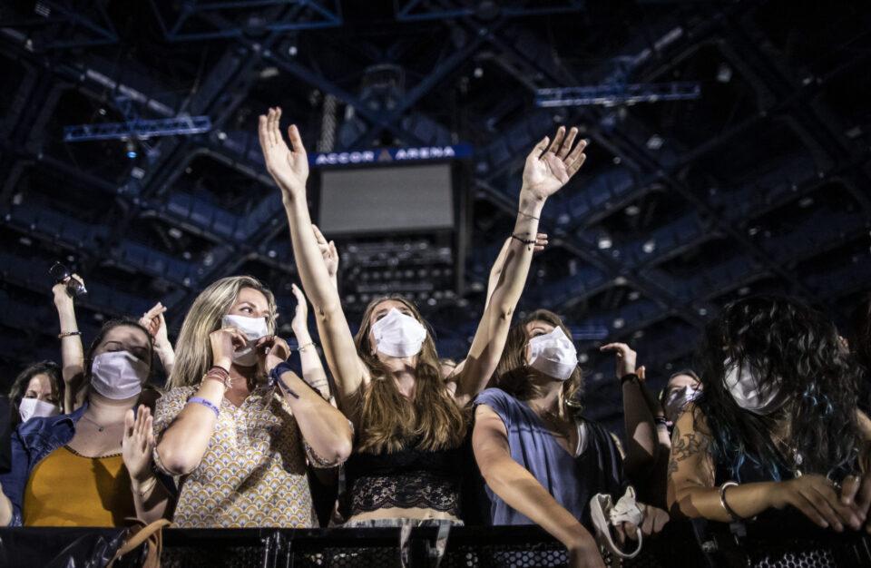 """Експериментален концерт за враќање на """"нормалниот живот"""": Присуствувале 5.000 лица од 18 до 49 години"""