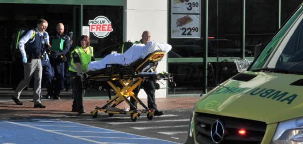 Хаотични сцени во супермаркет во Нов Зеланд: Маж прободе пет лица (ВИДЕО)