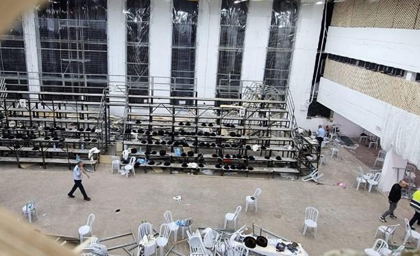 Се урна место за седење во преполна синагога, повредени најмалку 60 лица
