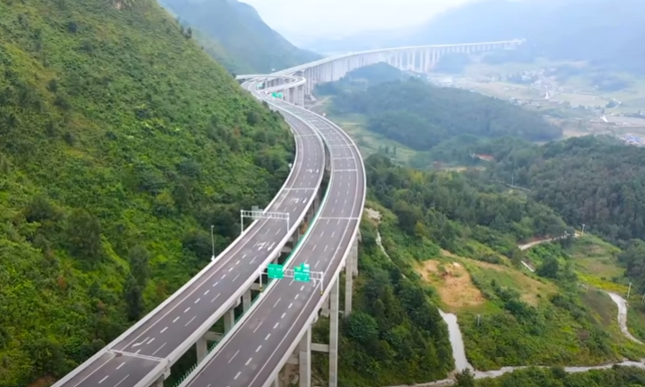 ВИДЕО: Полукружно свртување на автопат, Кинезите имаат решение