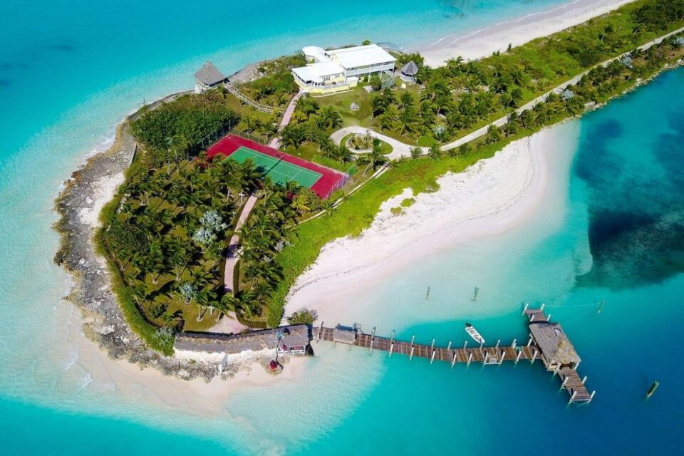 ФОТО: Семејство нуди работа на Бахамите -Пар треба да им го чува имотот, но тоа не е се