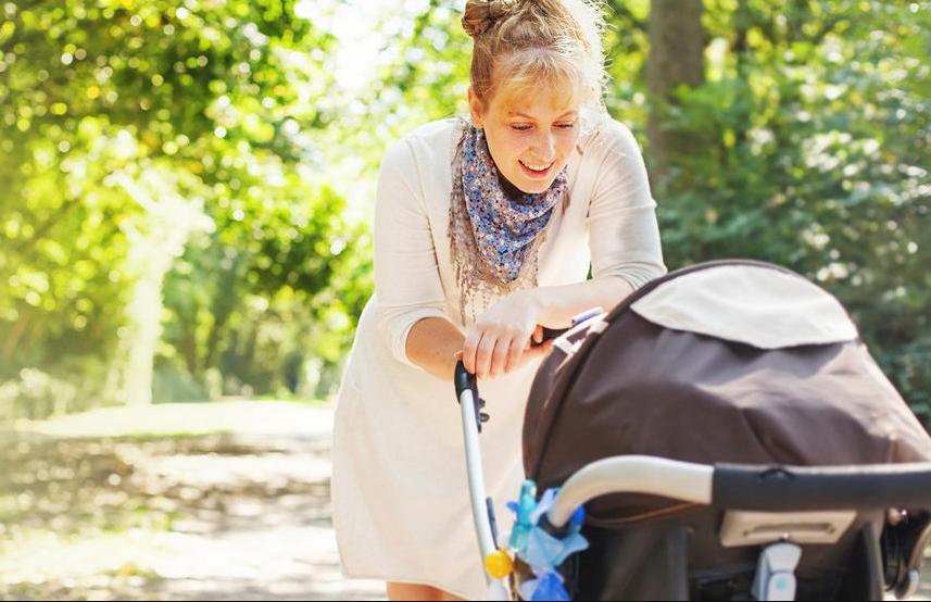 Опасно е по живот: Родители, престанете да го правете ова кога вашето бебе е во количка!