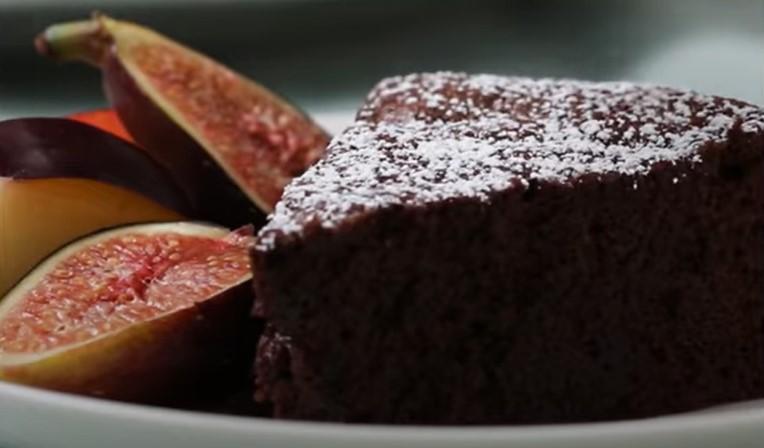 Има само две состојки: Вкусна чоколадна торта која ќе им успее и на неискусните домаќинки