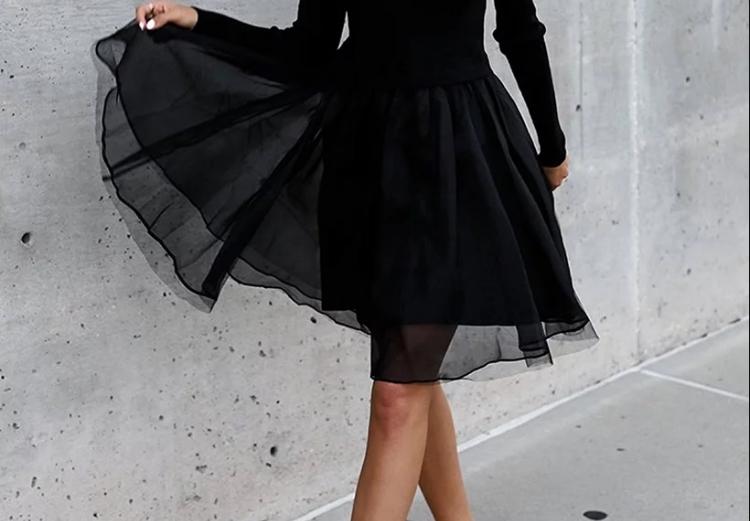 Зошто треба да изберете темни парчиња гардероба? Црната боја може да биде многу позитивна!