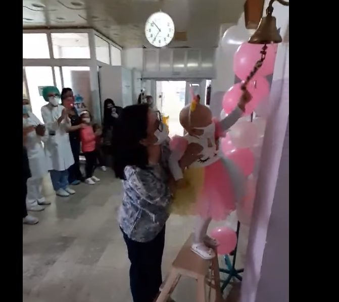 На Детската клиника заѕвоне ѕвончето – малата Ана победи во две големи битки! (ВИДЕО)