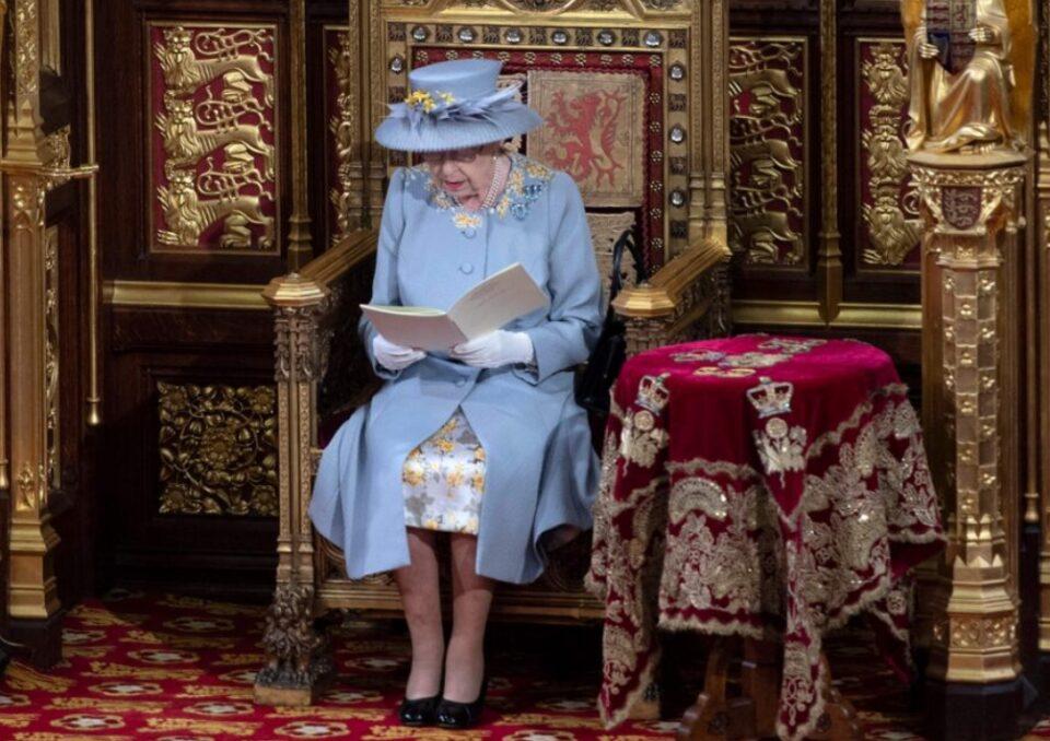 За првпат по 120 години: Кралицата е сама, тронот на принцот Филип заменет со столче