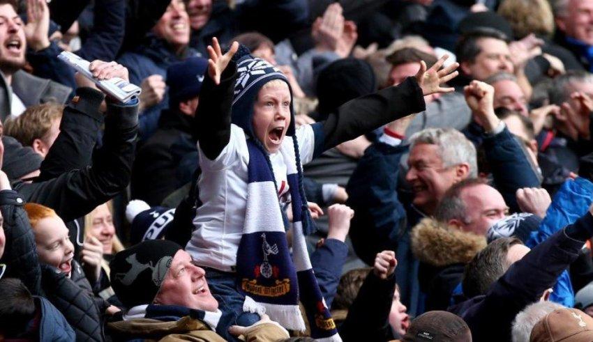 Премиер лигата ќе дозволи присуство и на гостински навивачи на стадионите