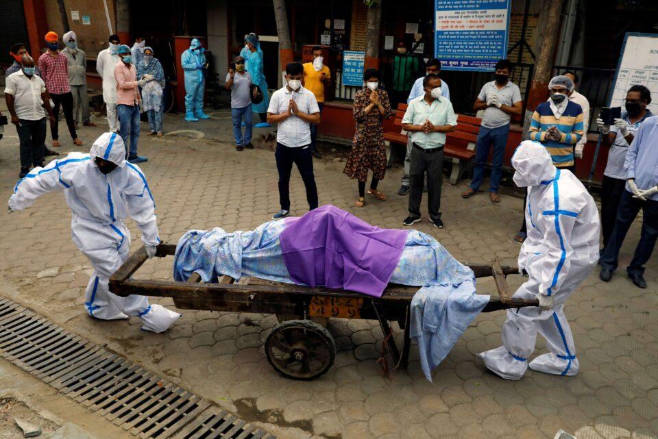 Продолжува хоророт во Индија: За пет дена со коронавирус се заразиле 1,57 милиони лица