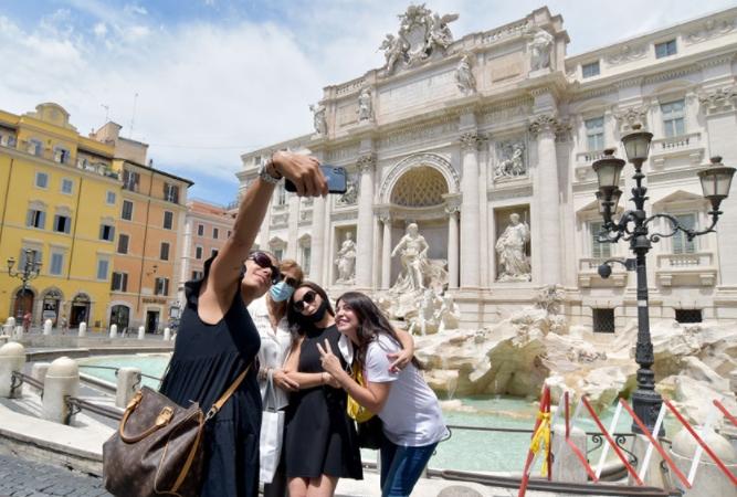 Италија: Туристите од ЕУ треба да се ослободат од задолжителен карантин