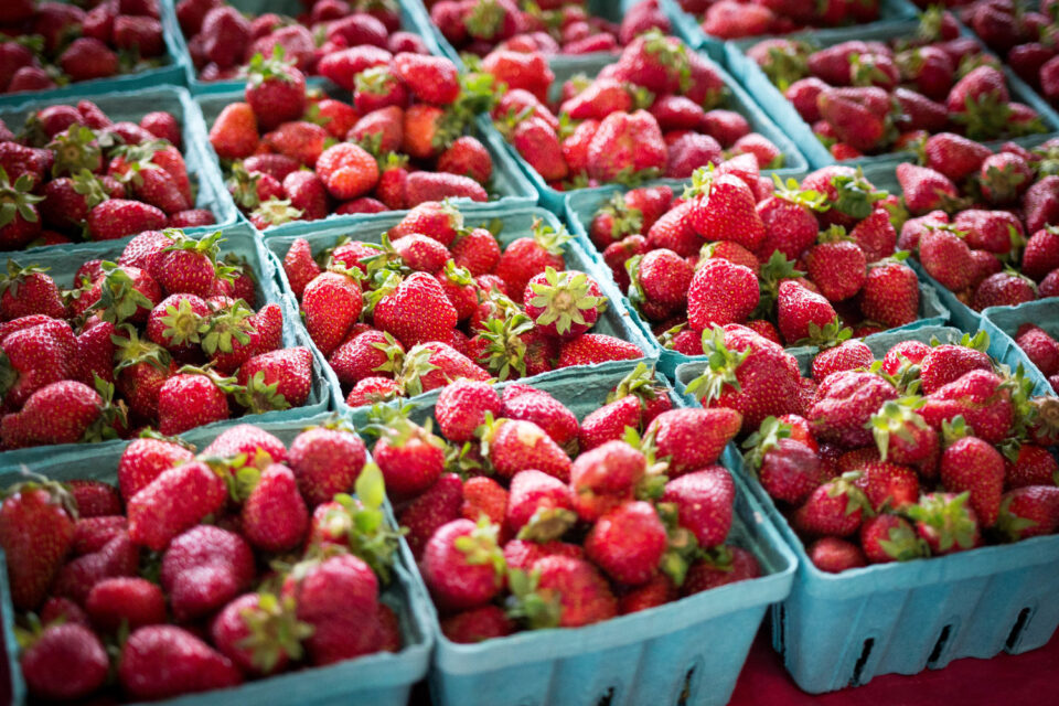Ако ги обожувате јагодите обрнете внимание на овие работи додека ги купувате – еве како да ги одберете најслатките и најсочните
