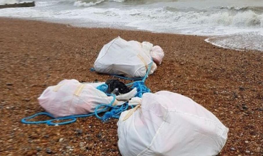 Прошетка која вечно ќе ја паметат: На плажа најдоа дрога вредна 92 милиони евра