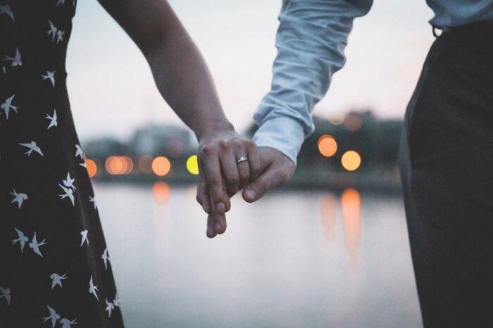 Дали знаете на која рака се носи венчалниот прстен, а на која вереничкиот?