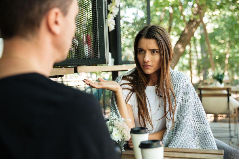 Како да препознаете дека сте во врска со манипулатор? Овие три реченици го издаваат