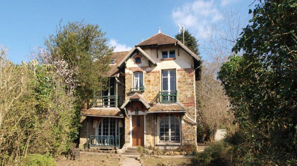 ФОТО: Полска сака да јa купи летната куќа на Марија Кири во Париз