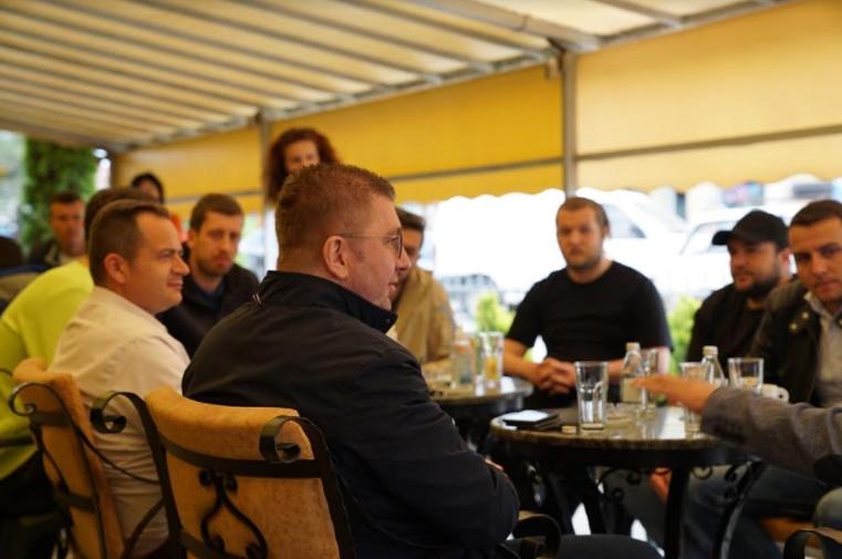 ФОТО: Мицкоски на дружба со младите од Делчево
