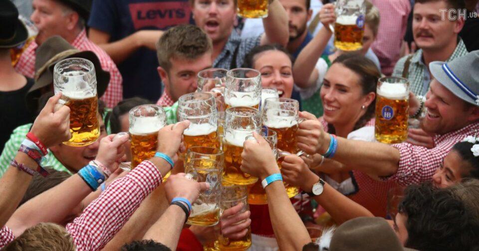 """Германците лути, туристите збунети: """"Октоберфест"""" се сели од Германија во Дубаи"""
