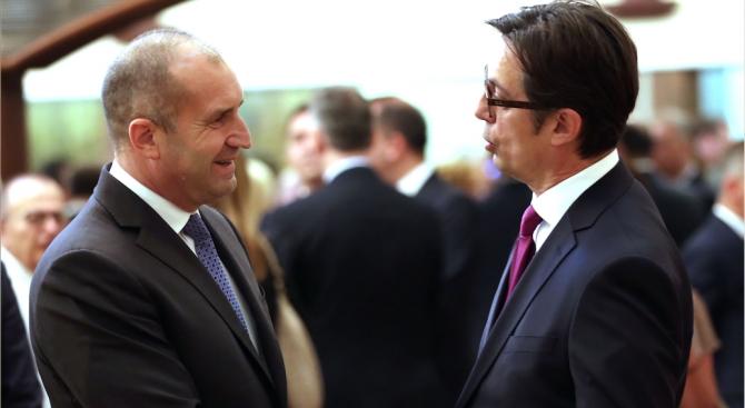 Пендаровски утре на средба со Радев на Меѓународниот аеродром Скопје