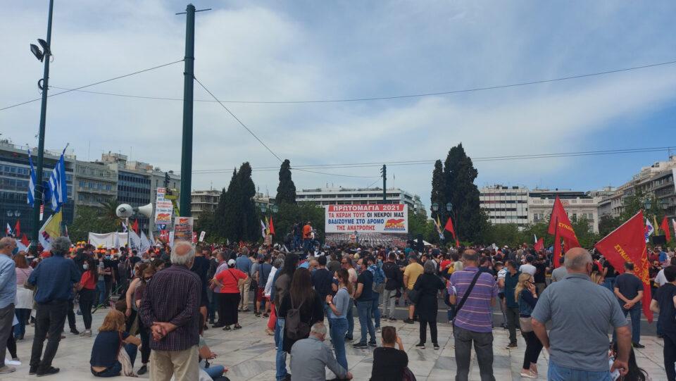 ФОТО: Масовен протест во Атина, Ципрас и Варуфакис меѓу демонстрантите