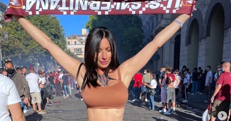 ФОТО: Оваа актерка од филмови за возрасни стана главна тема во навивачкиот свет