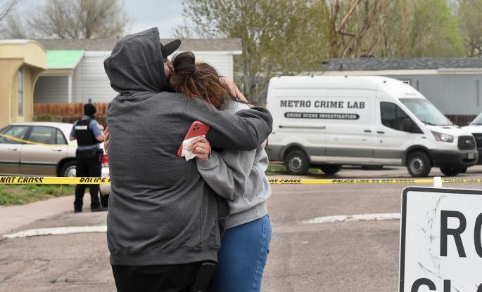 Убил шест лица, вклучително и неговата девојка Сандра, затоа што не бил поканет на забава, па се самоубил