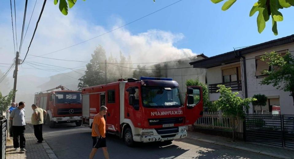 Пожар во куќа во Радишани, спасено едно лице (ФОТО)
