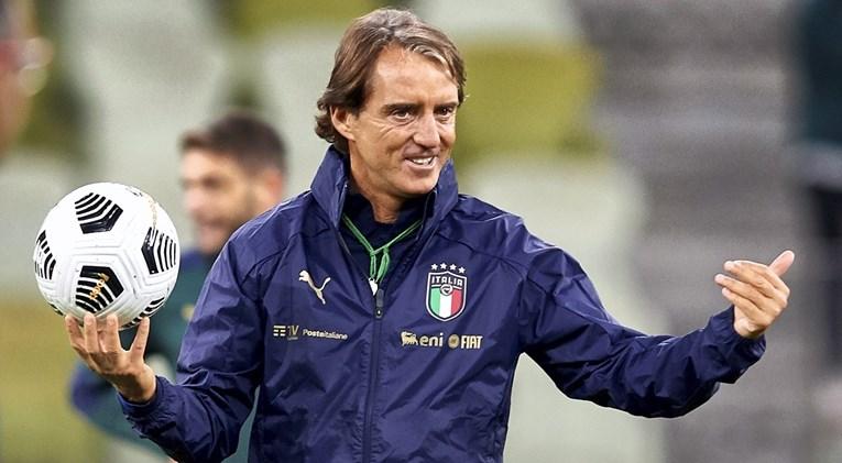 Роберто Манчини останува селектор на Италија до 2026 година