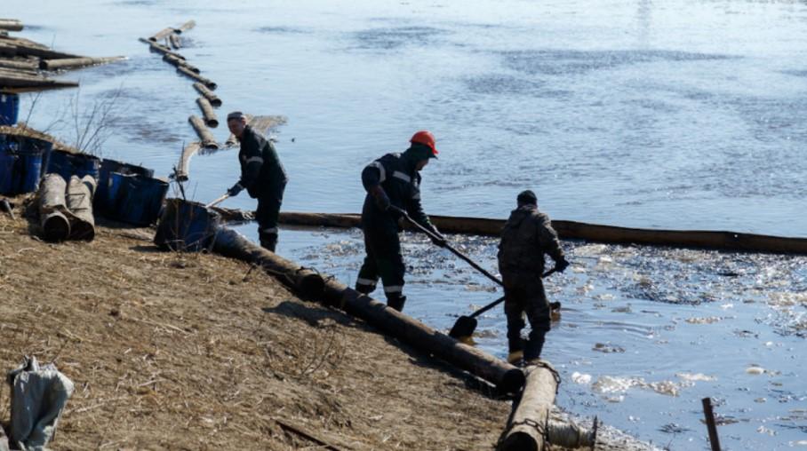 Во Русија се излеаја сто тони нафта